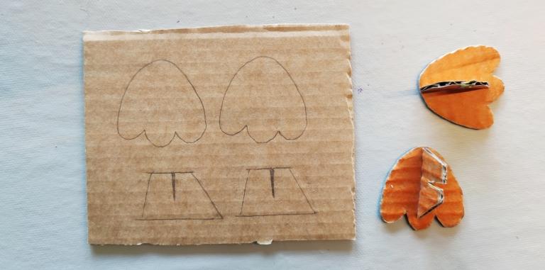 påskekylling av papp