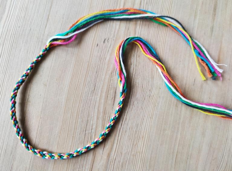 flettet bånd med syv tråder